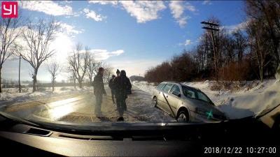 На Буковині авто з п'яним водієм з'їхало у кювет