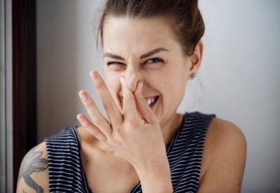 Неприємний запах тіла: 5 важливих ознак, які вказують на проблеми зі здоров'ям