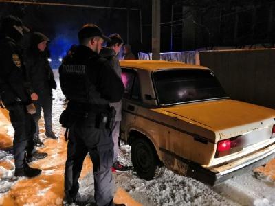 У Чернівцях патрульні затримали чоловіка, який викрав «Жигулі» - фото