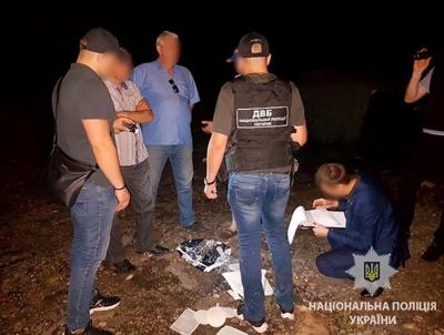 У Чернівцях засудили патрульного, який з погрозами й побиттям вимагав у чоловіка гроші