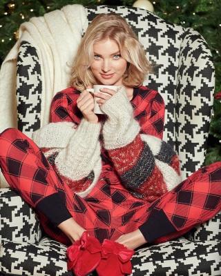 Ангели Victoria's Secret показали різдвяні вбрання - фото