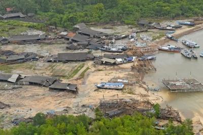 В Індонезії кількість жертв цунамі збільшилася до 373 осіб