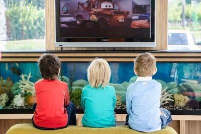 Лікарі пояснили, з якого віку дітям можна дивитися мультики
