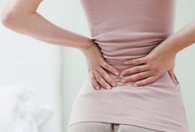Чому краще не ігнорувати біль у спині: відповідь лікарів