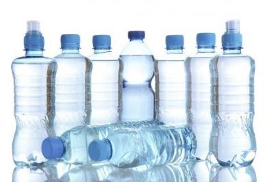Чому не можна використовувати пластикові пляшки повторно