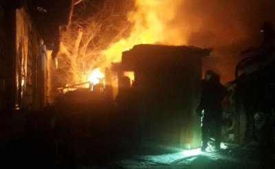 У Чернівцях раптова нічна пожежа знищила сарай на Бережанській