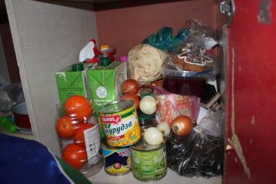 Замалі порції їжі та протерміновані ліки: представники омбудсмена перевірили інтернат у Чернівцях