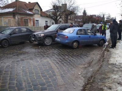 У Чернівцях через ДТП на Щербанюка утворився значний затор