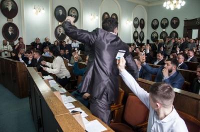 У Чернівцях сайт міськради публікуватиме «поіменки» у день голосувань - проект рішення