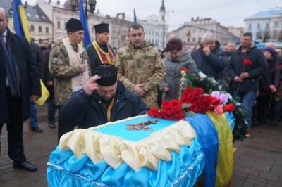 Чернівці попрощалися з молодим бійцем Ігорем Тарновецьким - фото