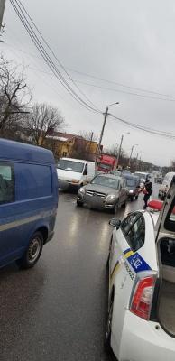 У Чернівцях водій «Жигулів» зіткнувся із «Мерседесом» - фото