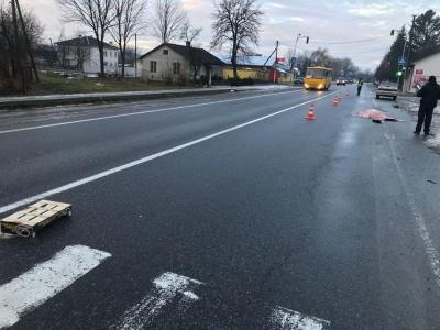 На Буковині автівка збила на смерть жінку - фото