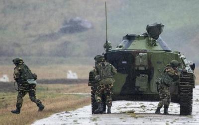 Бойовики зганяють на Луганський напрямок танки та артилерію