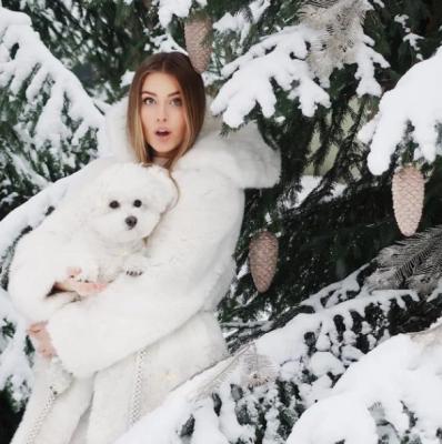 Онука Софії Ротару знялася у атмосферній зимовій фотосесії: яскраві фото