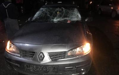 На Буковині водій Renault збив двох колядників - фото