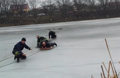 Рятувальники попередили про тонку кригу на озері в парку «Жовтневий»
