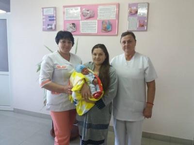 «Синочок як подарунок»: у Чернівцях у перший день нового року народились два хлопчики - фото