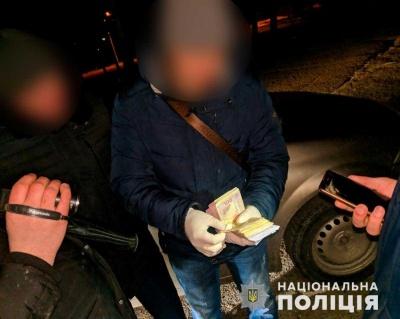 У Чернівцях на хабарі 25 тис грн затримали посадовця спецкомунтрансу