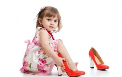 З якого віку дівчаткам можна носити підбори