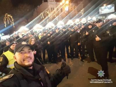 У Чернівцях патрульні запрошують зустріти з ними Різдво