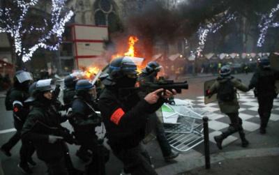 """У Парижі арештували 34 учасників протесту """"жовтих жилетів"""""""
