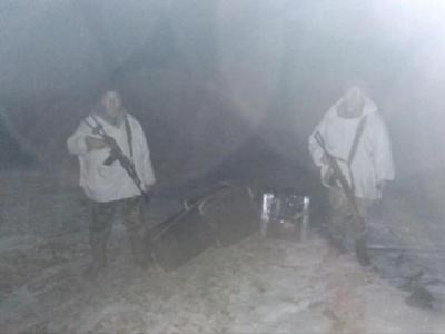На Буковині з пострілами затримували контрабандистів: втікачі покинули 3 тисячі пачок сигарет
