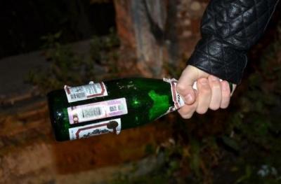 Пляшкою по голові: чернівчанин намагався пограбувати готель на Буковині і побив адміністраторку