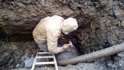 У Чернівцях комунальники ліквідували прорив на Буковинській - фото