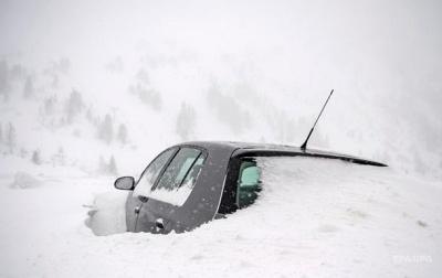Внаслідок сильних снігопадів у Європі загинули двоє людей