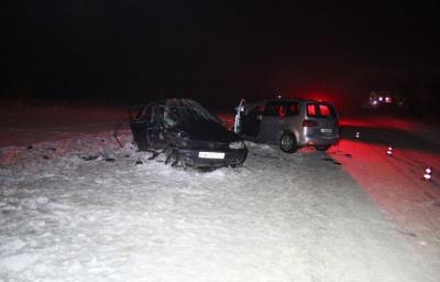 На Буковині вночі зіткнулись два «Фольксвагени»: 5 осіб у важкому стані - фото