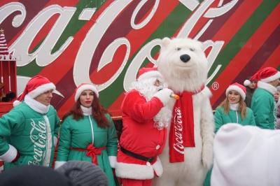 До Чернівців приїхала славнозвісна вантажівка Coca-Cola - фото