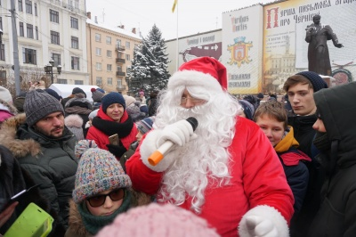 В Черновцы приехал знаменитый грузовик Coca-Cola - фото