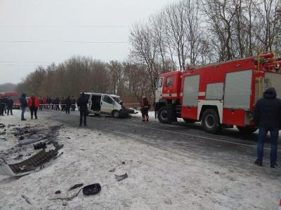 Внаслідок ДТП у Динівцях загинула одна людина, шестеро отримали травми
