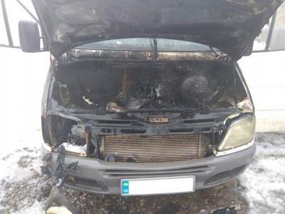 На Буковині спалахнув мікроавтобус: вогонь пошкодив моторний відсік