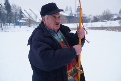 «Зимова рибалка – це екстрим»: що ловлять на озерах в Чернівцях - фото