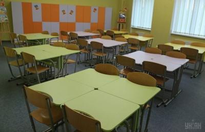 Школярам у Луцьку та Чернігові продовжили канікули через кір та ГРВІ