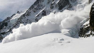 У Карпатах існує загроза сходження снігу на дороги