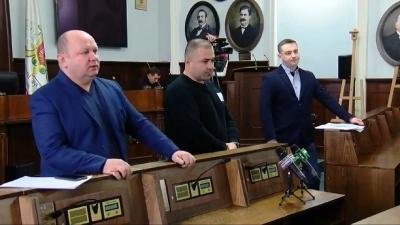Секретар Чернівецької міськради доповідає перед жителями про стан доріг у місті - наживо