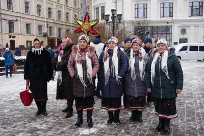 На Центральній площі розпочався фестиваль колядок - фото