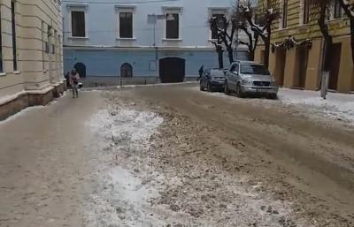 «Це не робота!»: Обшанський просить Продана розчистити дороги хоча би в центрі Чернівців