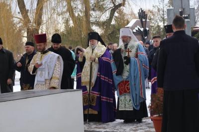 У Чернівцях родичі героїв Небесної сотні з усієї України вшанували пам'ять загиблих на Майдані та в АТО буковинців