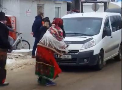 Маланкарі влаштували запальні танці на Калинівському ринку в Чернівцях - відео