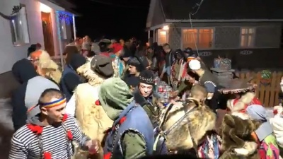 Автентична Маланка: Красноїльськ заполонили гучні співи і гуляння - відео
