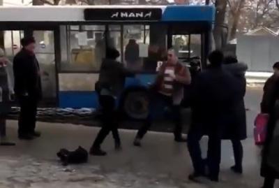 У Чернівцях водій маршрутки побився з пасажиром – відео