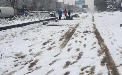 Зима мала бути теплою: Бешлей знайшов крайніх у ремонті доріг у снігопад