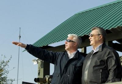 Міністру оборони часів Януковича оголошено підозру в держзраді
