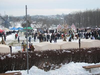 У Чернівцях сотні людей у колі заспівали колядку - фото