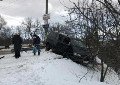У Сторожинці п'яний водій мікроавтобуса злетів з дороги та пошкодив газопровід - фото