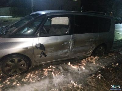 У Кіцмані п'яний водій «євробляхи» збив двох пішоходів на тротуарі - фото