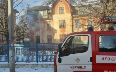 У Чернівцях раптово загорівся будинок на вулиці Максимовича